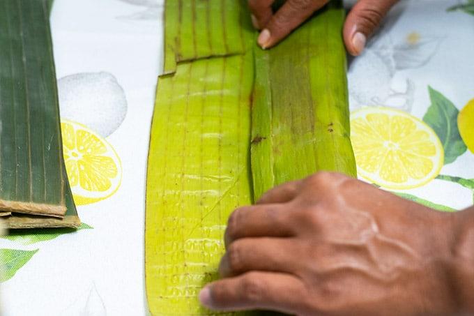 folding banana leaf tamal