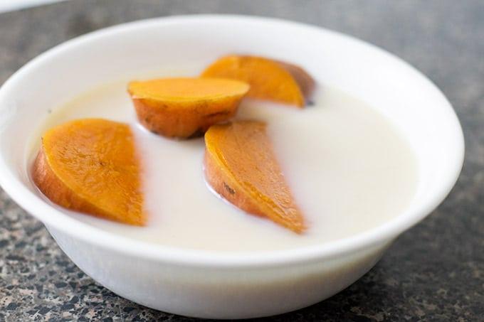 camotes con leche in a white bowl