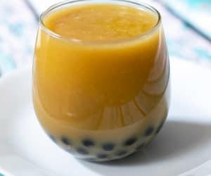 mangle bubble tea in a glass